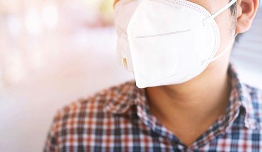 Maski na twarzy stanowią poważne zagrożenie dla zdrowia