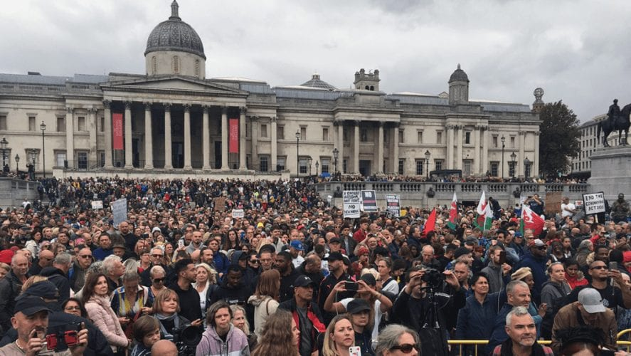 Masowe protesty w Londynie, Paryżu i Berlinie przeciwko ograniczeniom związanym z koronawirusem