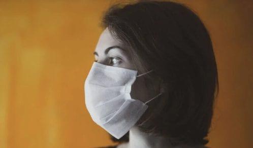 Noszenie masek zwiększa ryzyko bakteryjnego zapalenia płuc