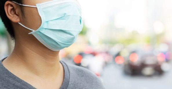 Noszenie maski na twarzy może powodować choroby płuc